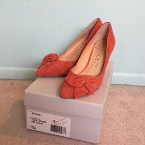 Sole Society coral suede pumps